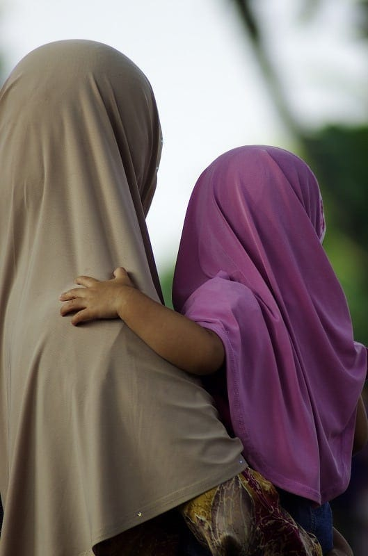 beautiful-muslim-mother-and-daughter