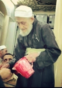 Shaykh Shukri Luhafi serving water