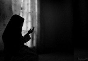Can a Woman Pray Loudly If She Is Alone? – SeekersGuidance