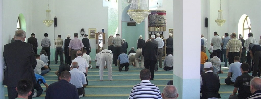 Can I Pray Asr and Isha at the Earlier Time in a Country